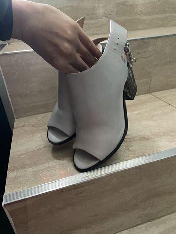 Sandale H&M toc gros marimea 36