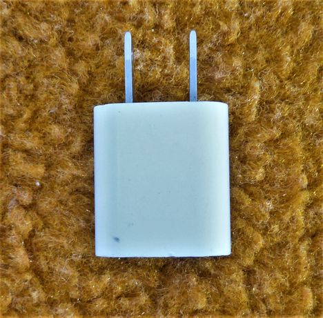 Apple a1385 5W USB адаптер за захранване