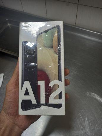 Самсунг галекси а12 почти новый недавно купил память 64г.доки коробка