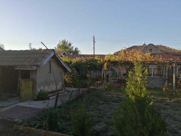 Къща с дворно място в с. Бдинци