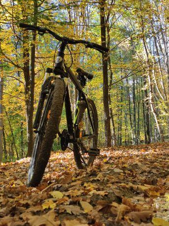 Vând bicicletă Mountain Bike