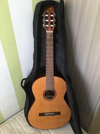 Классическая гитара Admira Rosario в комплекте с чехлом
