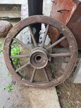 Vând roată căruță din lemn