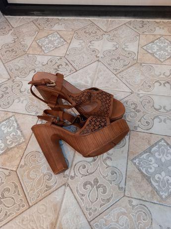 Женская обувь. Сабо новые