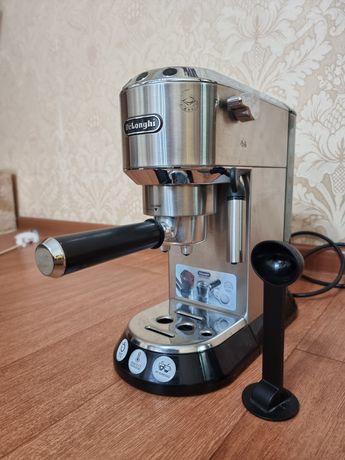 Кофеварка Delonghi EC680.M