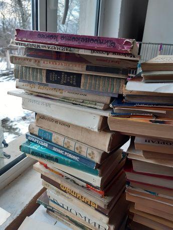 Книги на различна тематика
