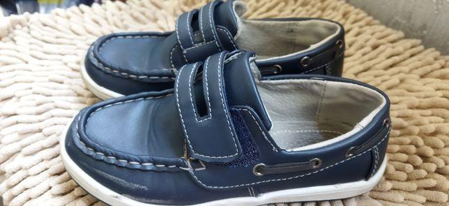 Продам обувь на мальчика 5-7 лет