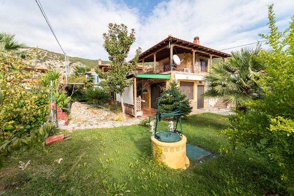 Вила с 3 спални и двор в Гърция, Паралия Карияни