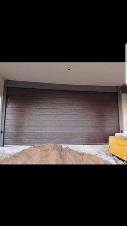 Usa de garaj rezidentiala pe nuc cu inchidere automatizata