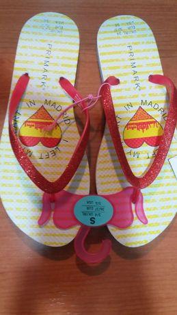 Vand papuci noi cu eticheta marimea 36/37 pret 9 lei perechea