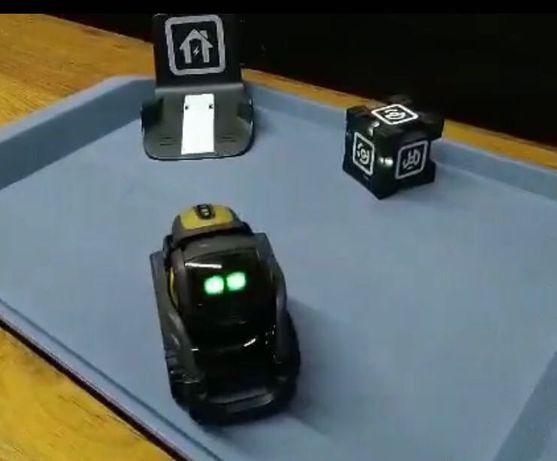 Roboțel cu inteligență artificială Vector Anki