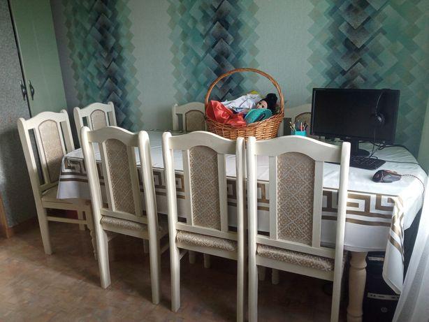 Продаю стол со стульями для гостиной