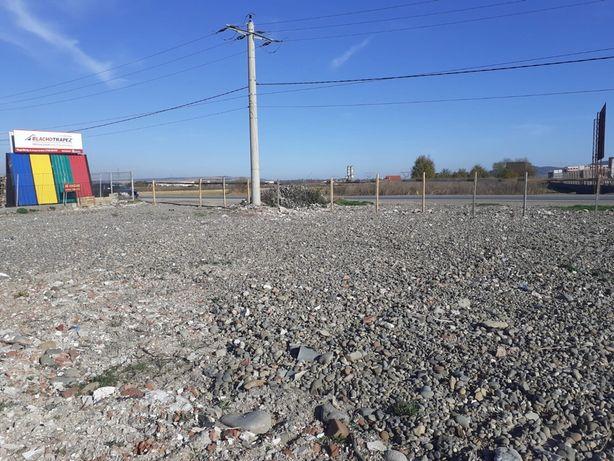Vând sau închiriez teren ( platforma de lucru) in Ungheni