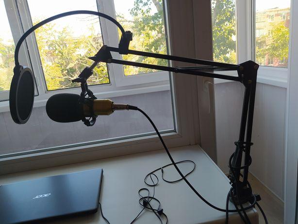 Студийный микрофон, блютуз колонка, телефон на запчасти