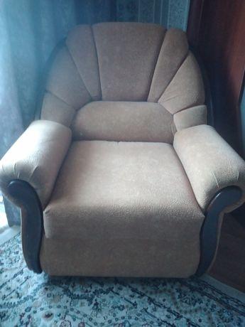Продам 2 дивана в хорошем состоянии.