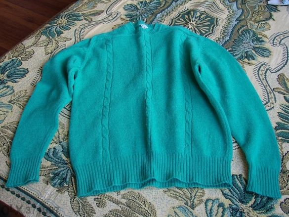 Продавам нов пуловер,естествена вълна,размер 48 - 50