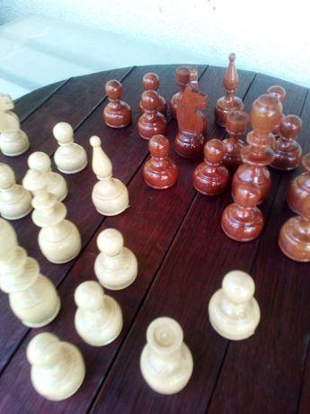 Фигури и дъска за шах-уникални