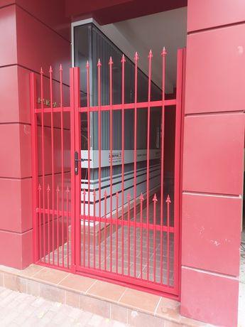 Метални огради и врати