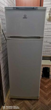 """Продам холодильник марки """"Indesit"""" Торг."""