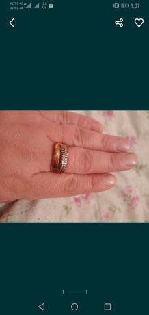 Продам серебренное кольцо с позолотой