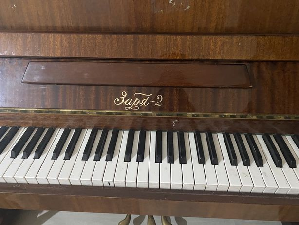 Продам пианино Заря в хорошем состоянии