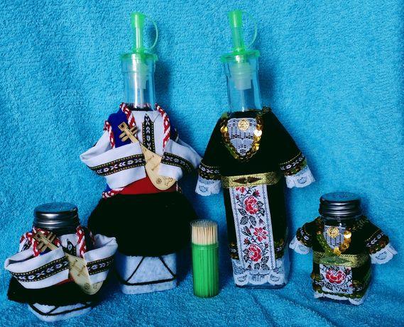 Битов комплект :  Оливерници и солници в народни носии + клетки за зъб