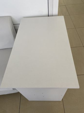 Продается маникюрный стол и стулья