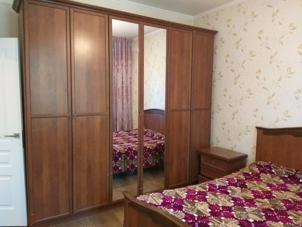 Спальный гарнитур срочно продам