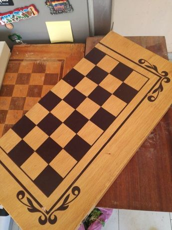 Табла и шах за игра дървена туристическа чаша за барбут