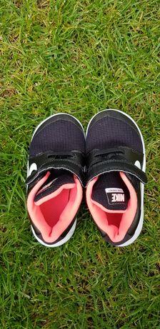 Adidasi copii marca Nike marimea 25