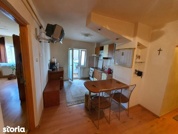 De vanzare Apartament 3 camere situat in zona Tolstoi