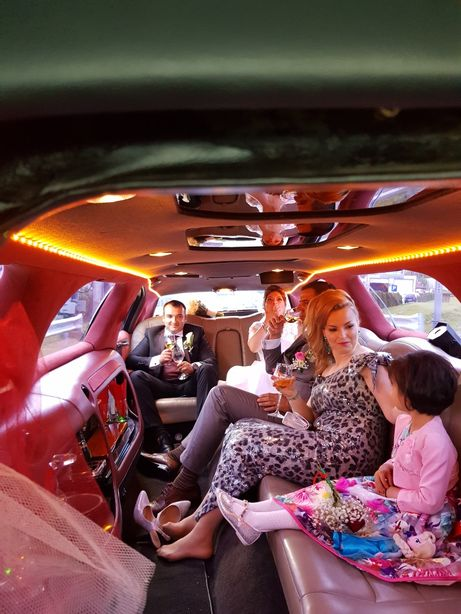 Inchiriez limuzina Lincoln TownCarl