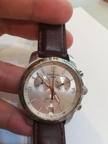 Продавам мъжки часовник certina