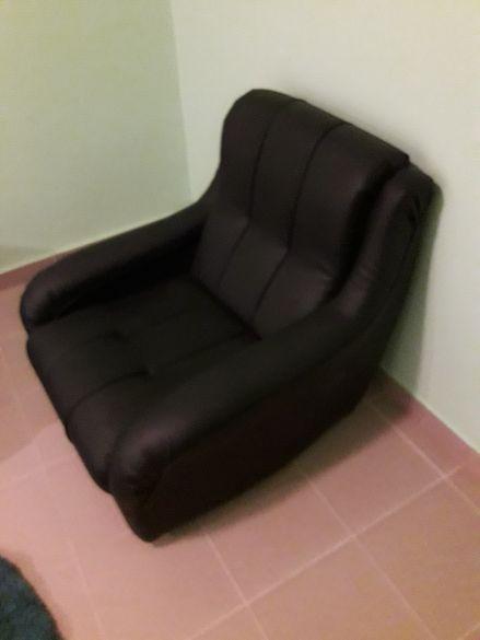 Продавам черен фотьойл еко кожа като нов !!!