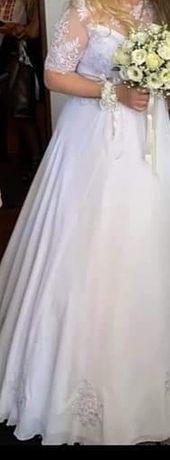 Булчинска рокля изработена по поръчка с  италианска дантела