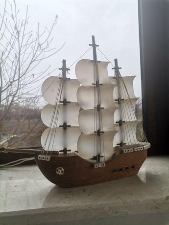 Дървено корабче лампа
