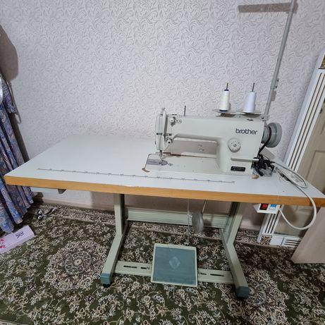 Продаётся промишленый швейный машина идеальный состояние