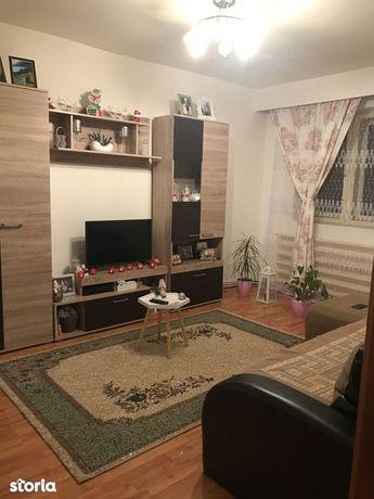 Apartament 3 camere, str. Dumbrava