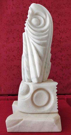 """Sculptură în marmură albă: """"Geneză"""""""