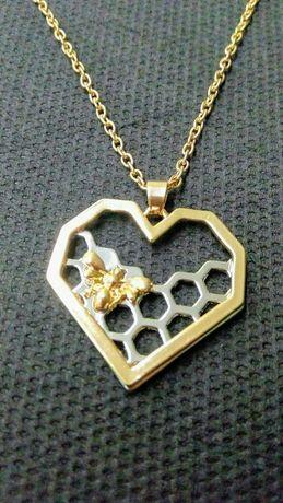Нежно колие с пчела