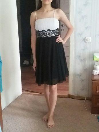 Платья (листайте фотографии)