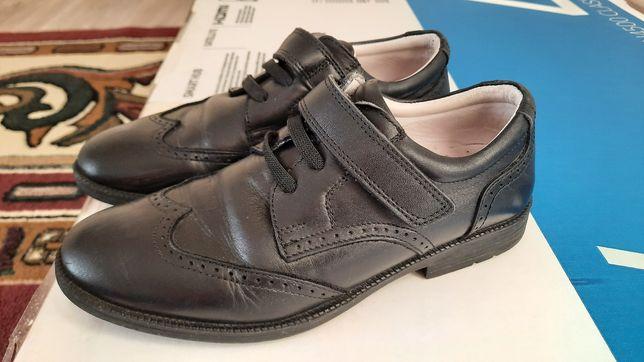 Продам туфли для мальчика в отличном состоянии , размер 31