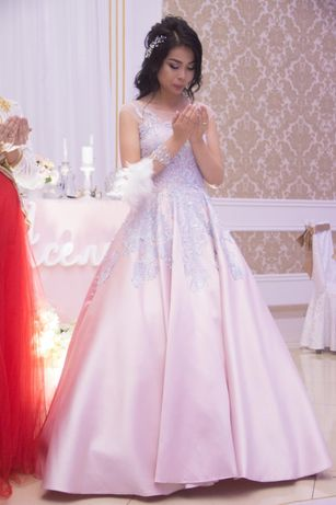 Вечернее платье, платье на узату.