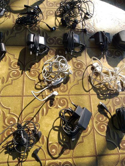 Зарядни и слушалки