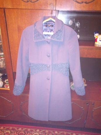 Продаю пальто кашемир,дубленка,школьный костюм недорого возможен торг