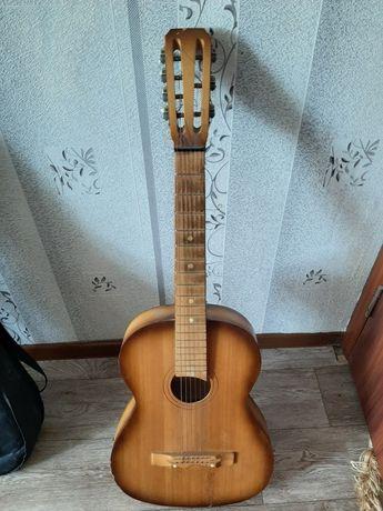 Гитара шестиструнная в хорошем состоянии