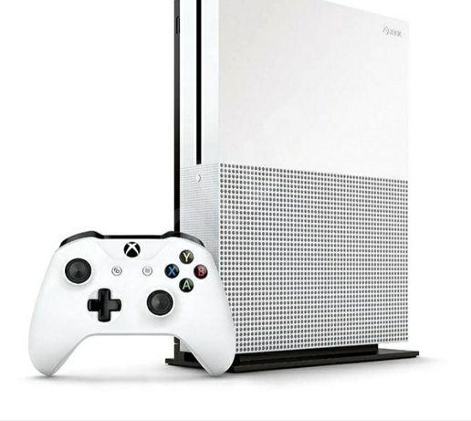 Продам игровую приставку XBOX ONE S 1 TB новая
