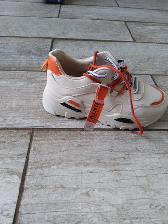 Продам кросовки новые 39 рр