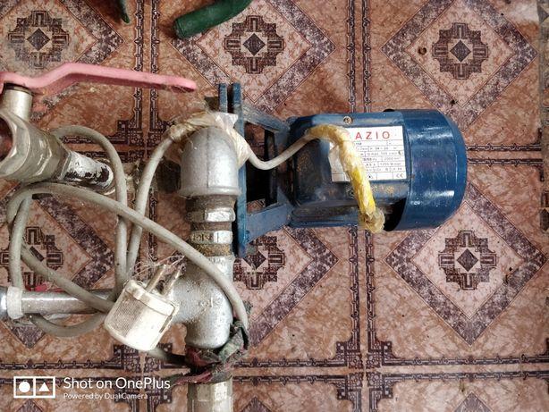 Motor hidrofor pentru udat an gradina