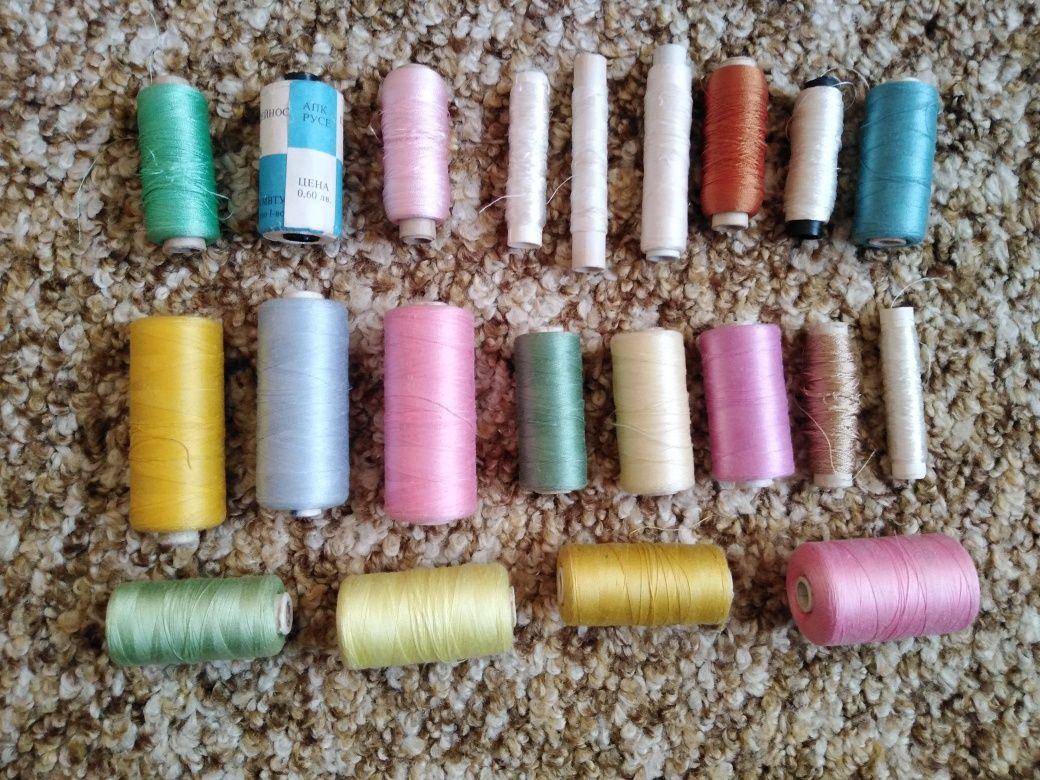 Памучни и копринени конци за бродерия. Макари с различни цветове.